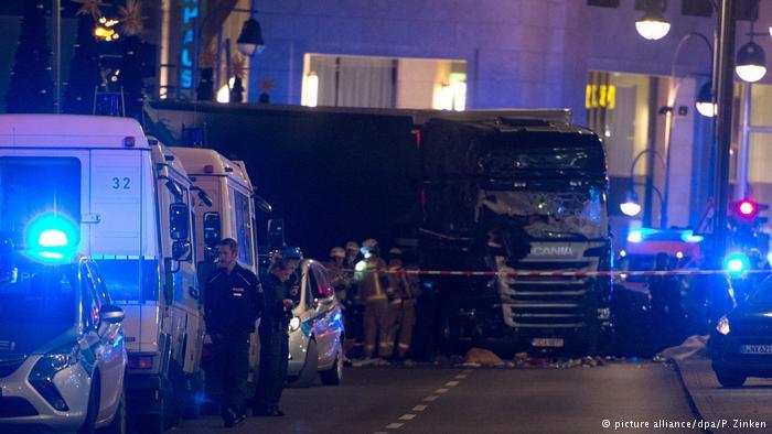 شاحنة دهست حشدا من التاس على رصيف للمشاة قرب سوق لعيد الميلاد بالعاصمة برلين