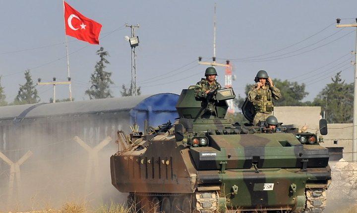 جنود من الجيش التركي بالقرب من الحدود السورية