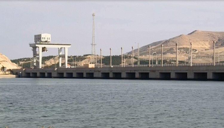 سد تشرين يقع في منطقة منبج الواقعة ضمن محافظة حلب, سوريا على نهر الفرات