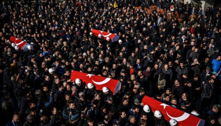 تشييع شرطيين قضوا في التفجير في اسطنبول في 11 كانون الاول/ديسمبر 2016