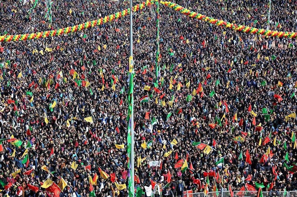 احتفال أهالي مدينة آمد (ديار بكر) بعيد نوروز 2017