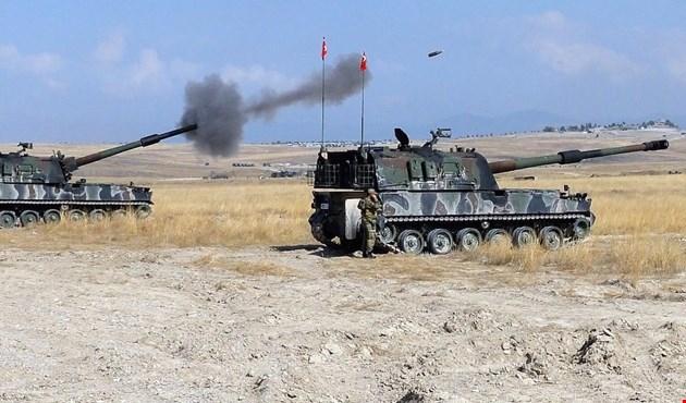 مدرعات عسكرية تركية على الحدود السورية