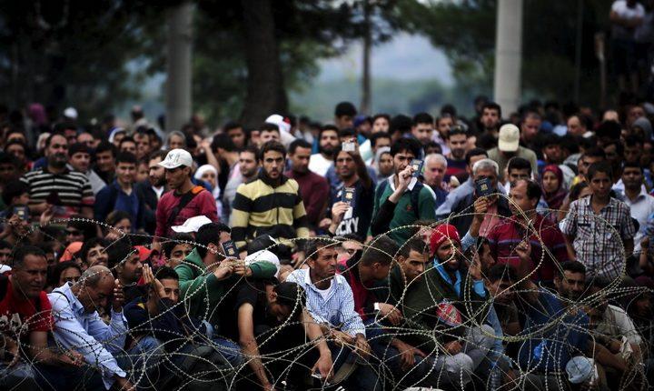 مهاجرين سوريين عالقين على الحدود المقدونية