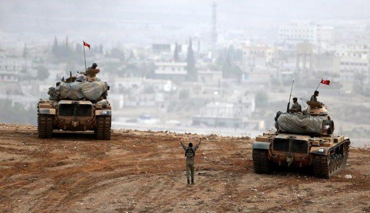 مدرعات عسكرية تركية على الحدود مع سوريا