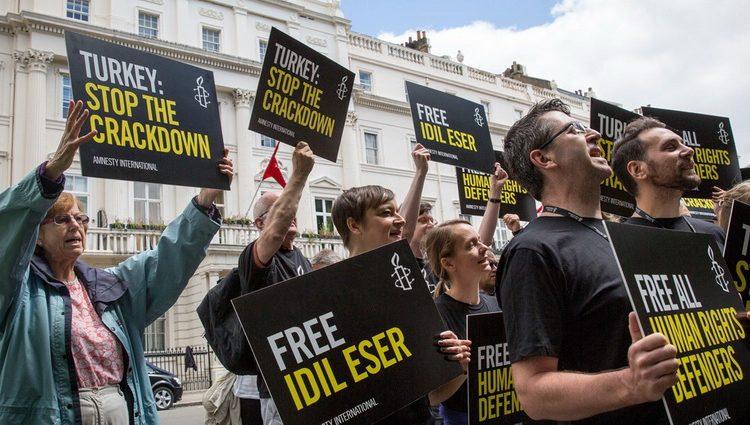 طالبت منظمة العفو الدولية السلطات التركية بالإفراج عن جميع المعتقلين فوراً