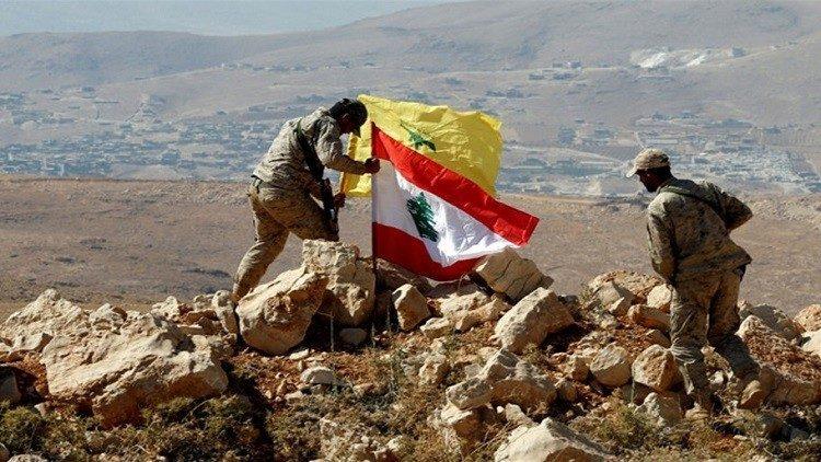 مقاتلين من حزب الله على الحدود السورية اللبنانية