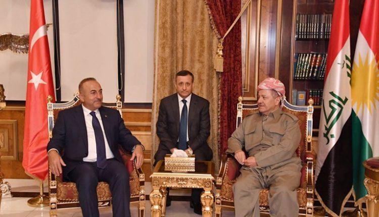 رئيس اقليم كردستان مسعود بارزاني خلال لقائه تشاووش أوغلو في اربيل