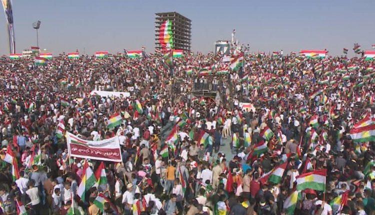 """في أكبر مهرجان بعاصمة كردستان.. عشرات الآلاف يصدحون بهتاف واحد: """"نعم للاستفتاء"""""""