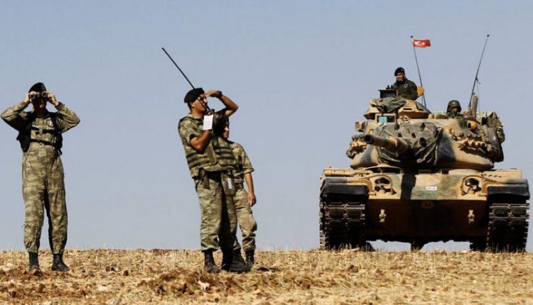 قوات من الجيش التركي على الحدود السورية