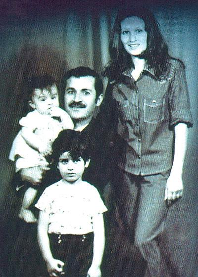 جلال طالباني مع زوجته هيرو خان مع نجليهما بافل وقوباد