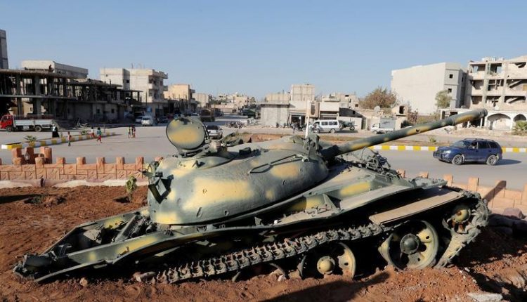 دبابة لتنظيم الدولة في نصب تذكاري في كوباني