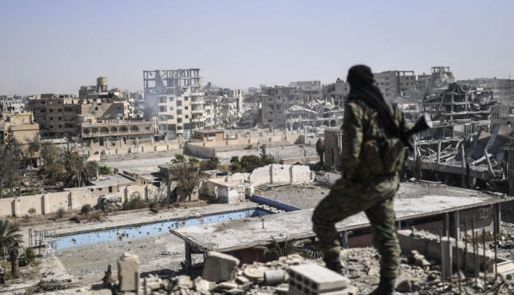 """موقع """"بي بي سي"""" البريطاني كان قد كشف عن صفقة سرية سمحت بهروب مئات المقاتلين من داعش وعائلاتهم خارج مدينة الرقة"""