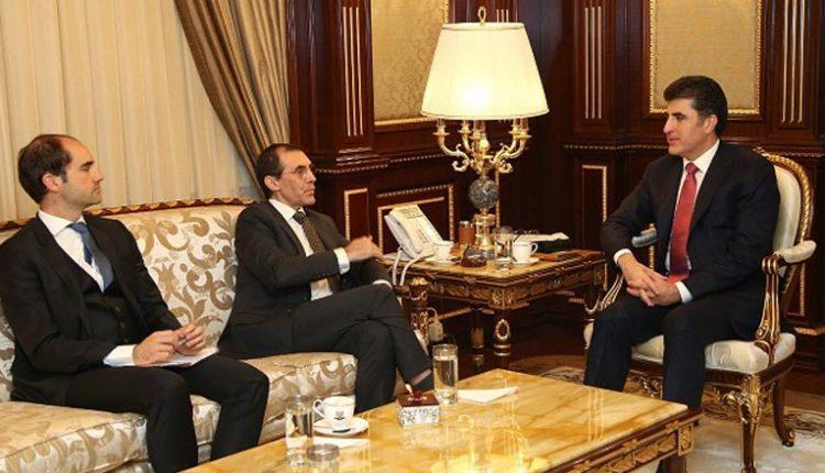 رئيس حكومة كردستان نيجيرفان بارزاني والقنصل الفرنسي في اربيل