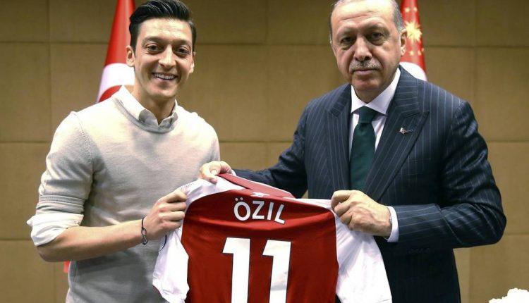 صورة أردوغان و اوزيل