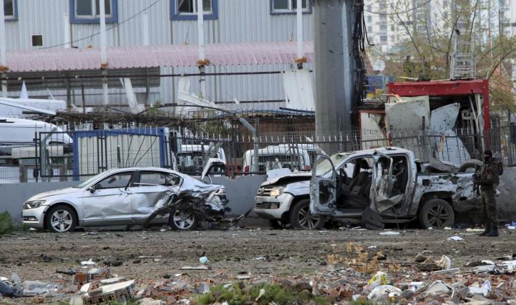 العمال الكردستاني يفجر سيارة مفخخة في ديار بكر