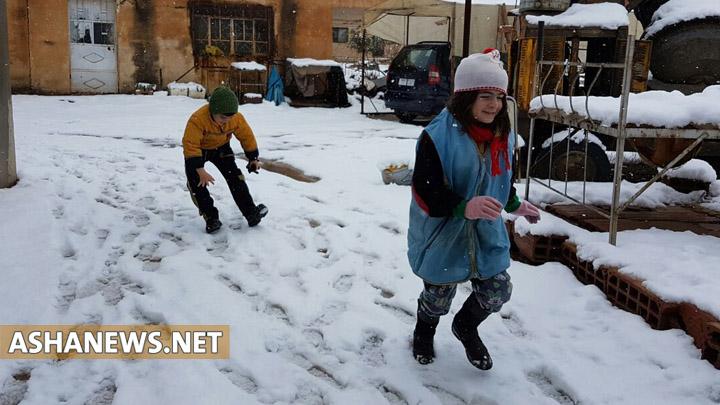 فقدان مادة المازوت يحرم أهالي كردستان سوريا فرحة تساقط الثلوج