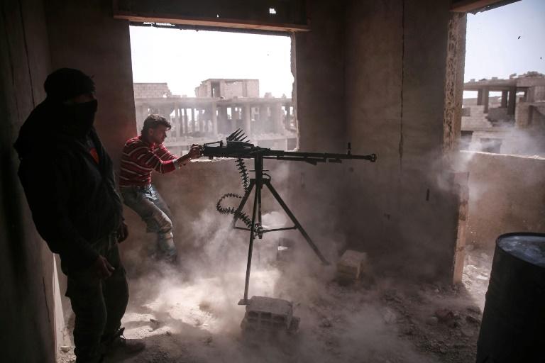 عشرة كيلومترات تفصل المعارضة المسلحة عن قلب دمشق