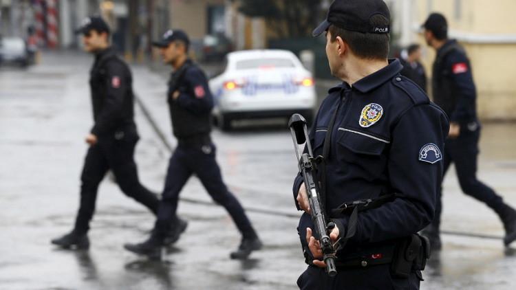 السلطات التركية تصدر مرسوما جديدا يقضي بطرد 4 آلاف موظف حكومي