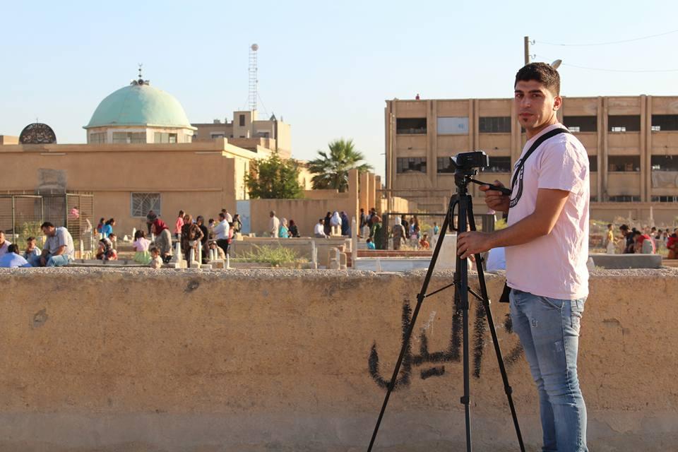 الحسكة: ناشط إعلامي كردي يواجه مرض السرطان بشجاعة