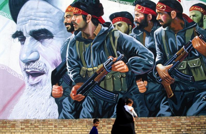 """إيران تتوعد الولايات المتحدة برد """"صارم وساحق"""""""