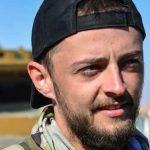 استشهاد المقاتل الانكليزي جاك هولمز بعملية إزالة الألغام في مدينة الرقة