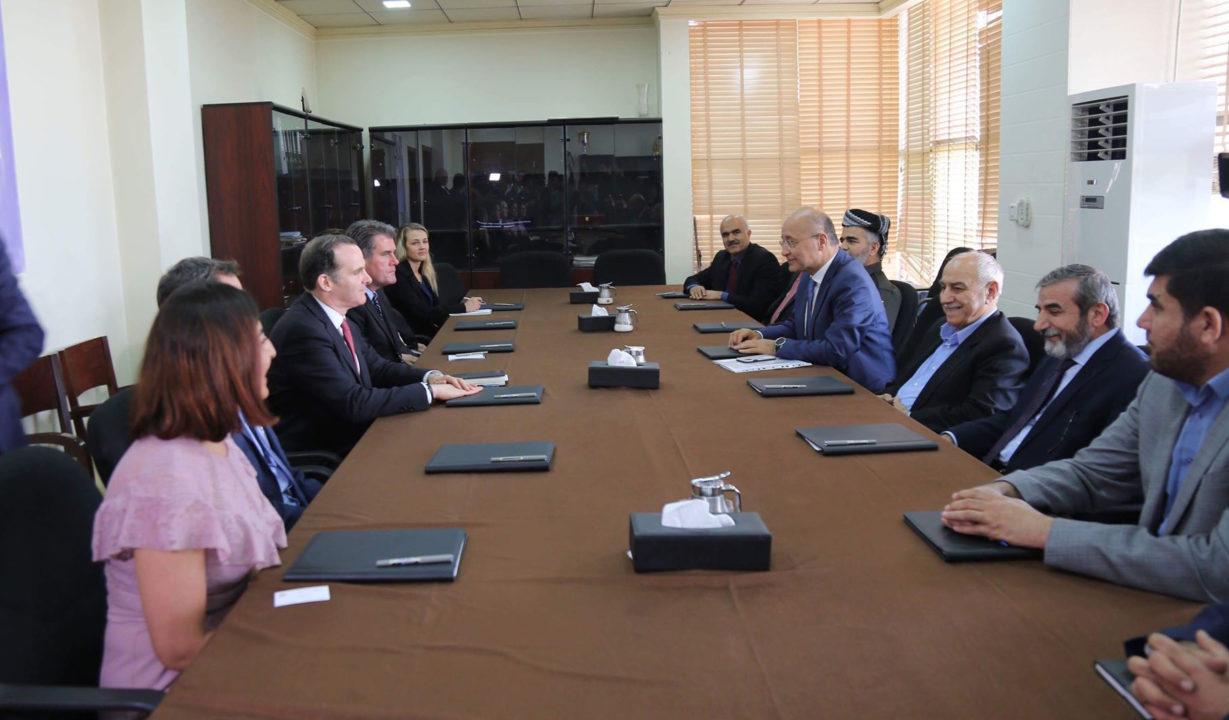 المبعوث الخاص للرئيس الاميركي يدعو أحزاب كوردية لاتخاذ موقف موحد ويتعهد بدعم اقليم كوردي قوي